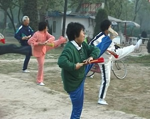 picture of Chinese people practicing tai chi